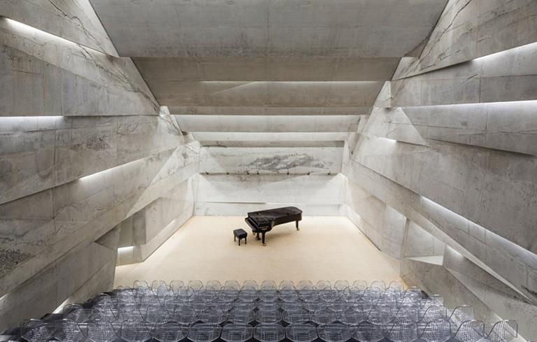 Bild des unterirdischen Konzert-Stollen in Lichtenberg