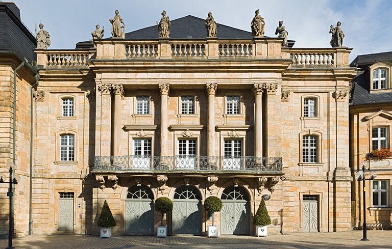 Das Bild zeigt die Außenansicht des Markgräflichen Opernhauses von Bayreuth